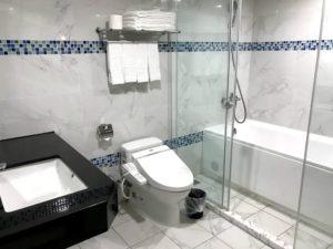 ウォシュレットと清潔な浴室