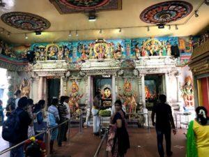 ヒンドゥー教寺院にて