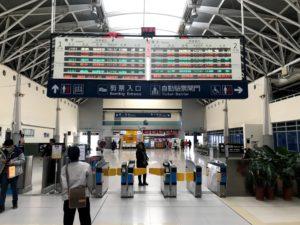 在来線の駅「臺鐵新烏日站」の改札