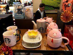 台湾限定グッズ①:豚のマグカップなど