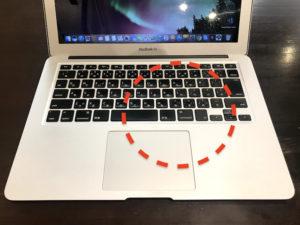 MacBookにコーヒーがかかった箇所