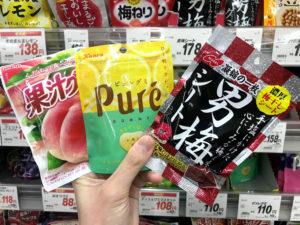日本のスーパーで台湾人へのお土産を探す