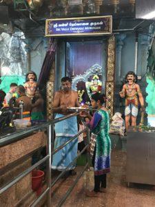 ヒンドゥー教の神様と聖職者