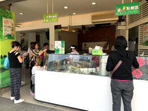「東東芋圓」本店のカウンター