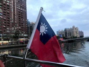 船上には中華民国旗がある