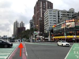 東京酒場の交差点もひたすら前進