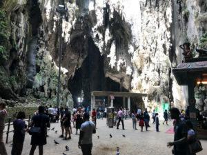 ヒンドゥー教の聖地「バトゥ洞窟」の内部