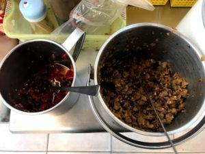 トウガラシや菜脯(ツァイボ)などのトッピング