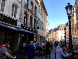 旧市街にある飲屋街