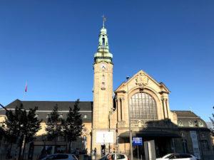 郊外観光は中央駅から電車で移動すると便利