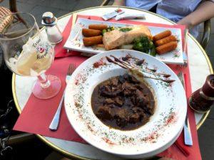 カルボナード(牛肉のビール煮込み)と鮭
