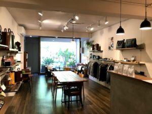 二階のカフェとセレクトショップ