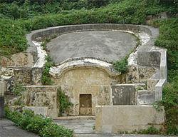 沖縄の亀甲墓(画像はwikipediaより拝借)