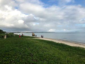 瀬長島の海沿いの道