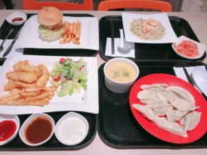 洋食と中華が一度に楽しめる