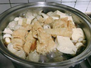 これが薑母鴨。鍋の中には鴨肉が入っている。