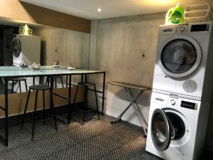 地下の洗濯コーナー