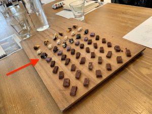マカダミアナッツ入りのチョコレート