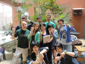 高雄の中山大学の中国語センターに留学してた頃の写真。左下が私。