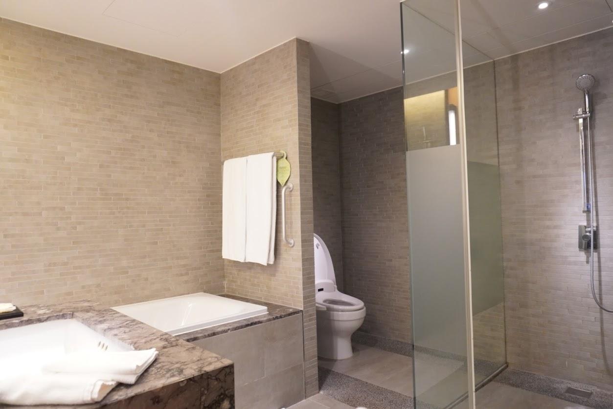 シルクスプレイス台南(台南晶英酒店)のトイレと浴室