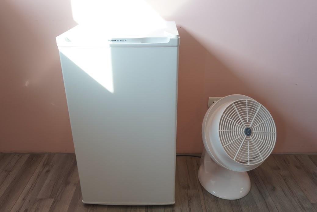 冷蔵庫と扇風機